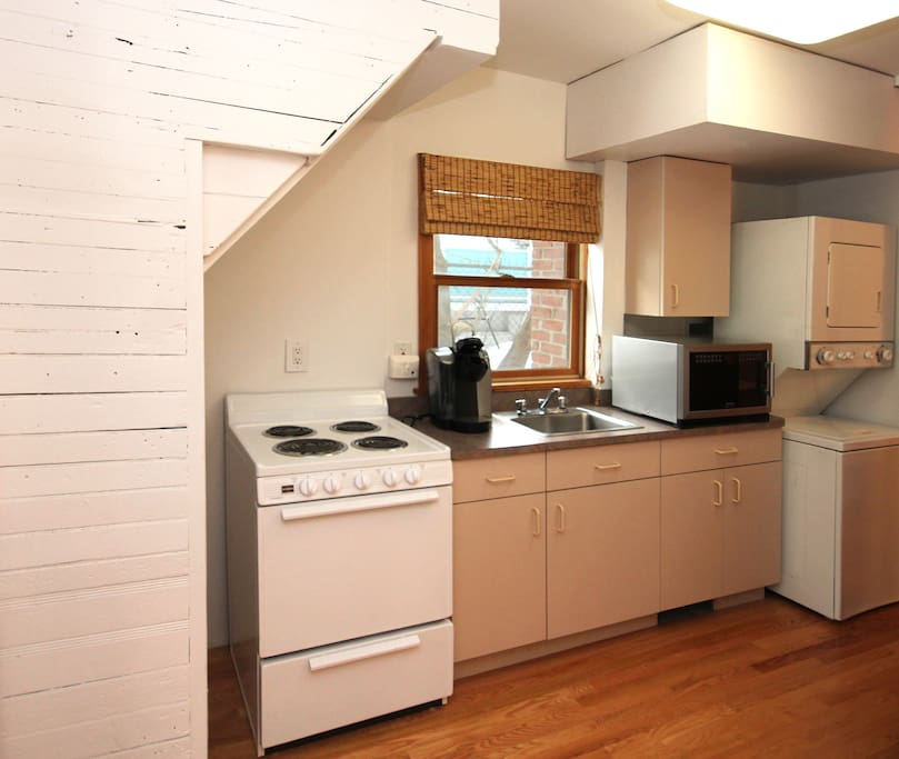 Kitchenette with Kuerig Coffeemaker (coffee and tea provided)