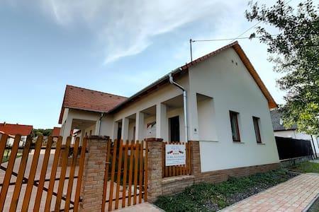 Kun Pista Vendégház - Vértesboglár - Casa