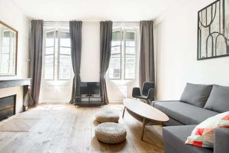 NEW! Charming Apt in City Center - Flat