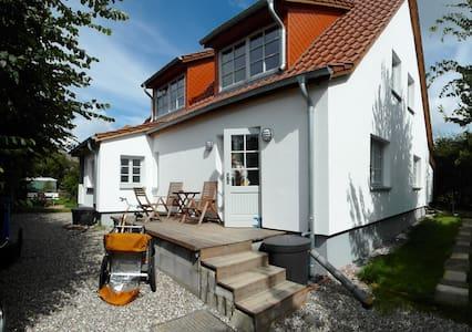 Ferienwohnungen Hügelhus EG & DG - Hiddensee - Flat