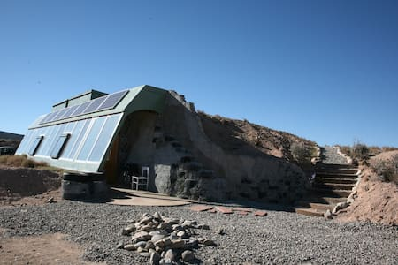 Brand New Studio Earthship - Taos - Hus