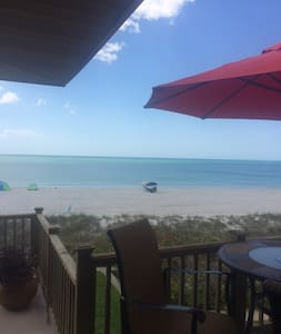 Old Florida Style - On the Beach! - Lakás