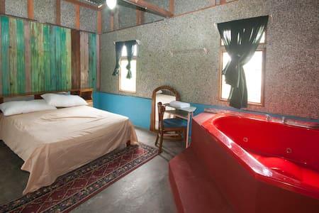 Hostel Fosforo with Jacuzzi Bathtub