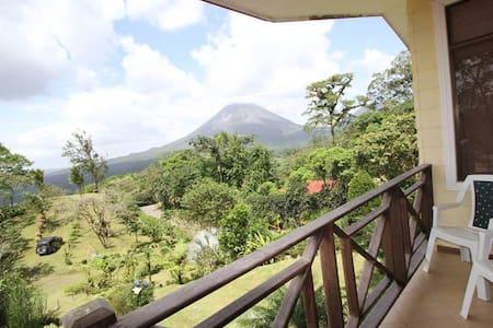 Honey Moon, Jacuzzi & Volcano View - La Fortuna