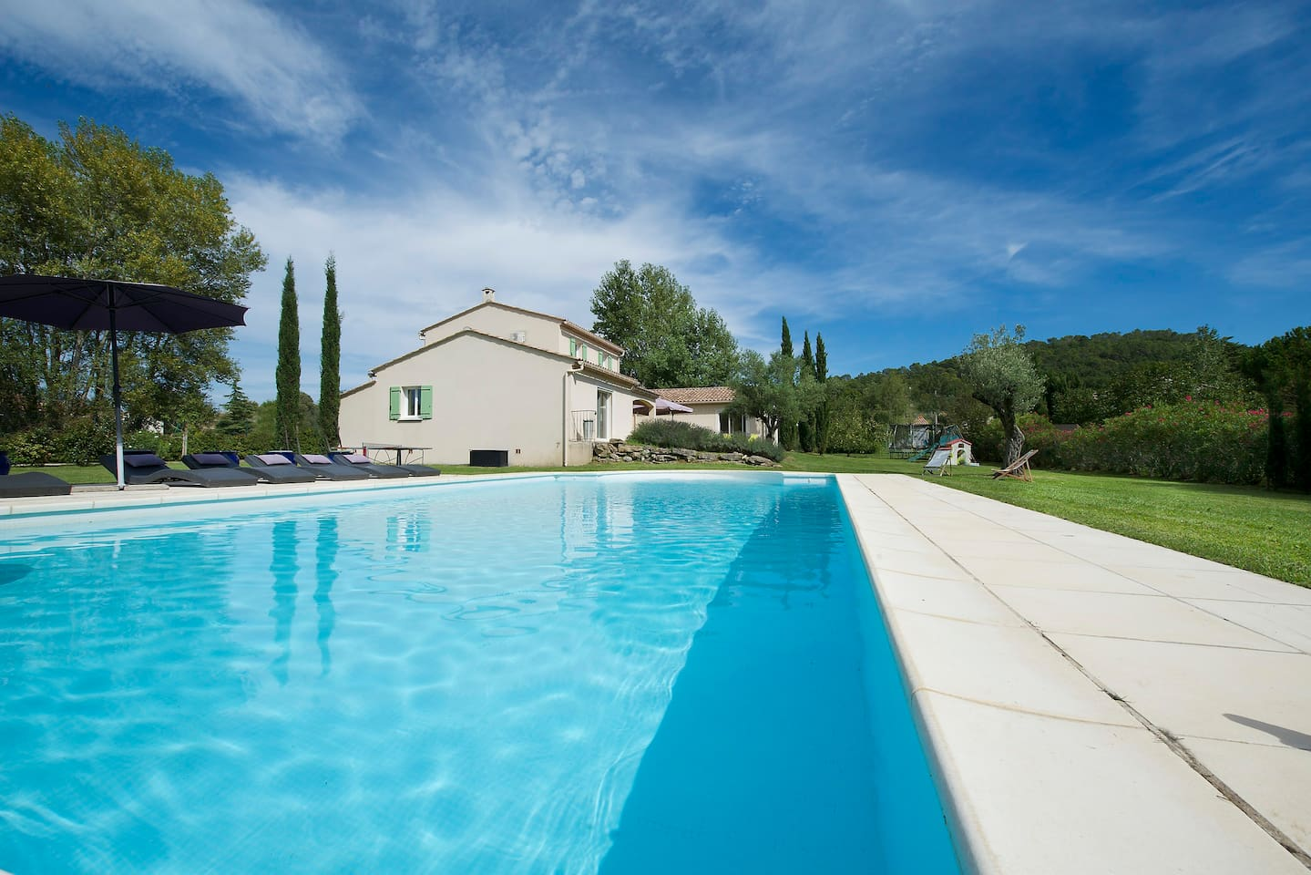 Beautiful 12 people provencal house