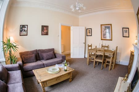 Homely, within 10 mins of the beach - Appartement