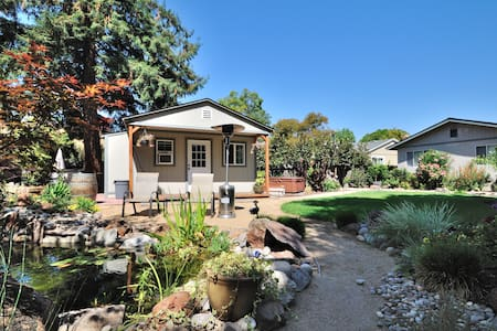 Relaxing Backyard Garden Cottage w/ Hot Tub - Novato - Haus