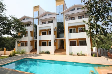 CHIC 2 BEDROOM FLAT IN NORTH GOA - Byt
