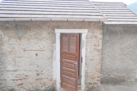 Casa Pietra - Ev