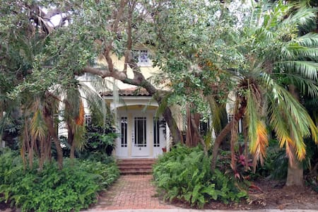 Historic Live Oak House - Haus