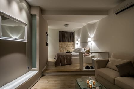 Our charming and spacious room is located in the heart of Diocletian's palace. Room is just few steps away from square Peristil, St.Duje's cathedral and Riva. Modern decorated  with whiff of ancient spirit, equipped with all essentials.