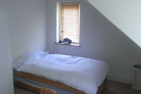 Quiet single Leavesden Studios 3m - Bed & Breakfast