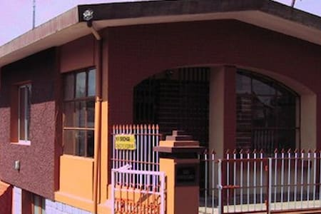 Honey Palace Homestay-Madikeri - Madikeri - Bed & Breakfast