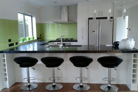 Quiet yet close to city - Auckland - Bed & Breakfast