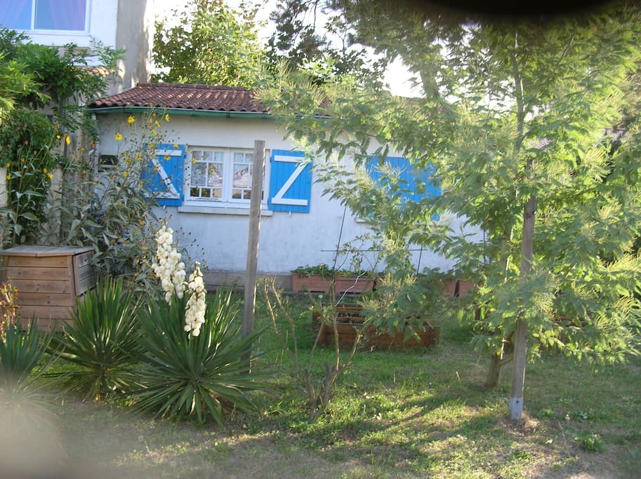 Chambre dans petite maison au fond du jardin apartments for Au fond du jardin saint saens
