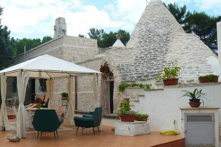 Traditional Trullo with Lamie