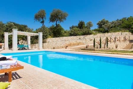 Luxury Villa Rosso Karrubo-Enormous swimming pool! - Rethimnon
