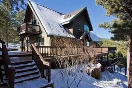 Sunshine Canyon Getaway - Haus