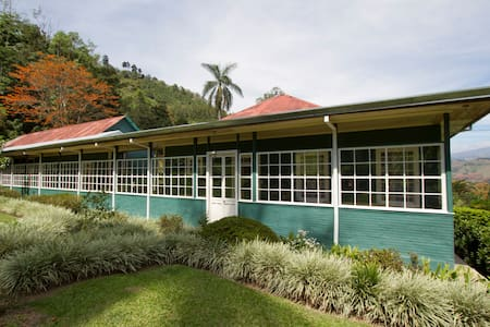 Unique Antique  Coffee Farm House - Bed & Breakfast