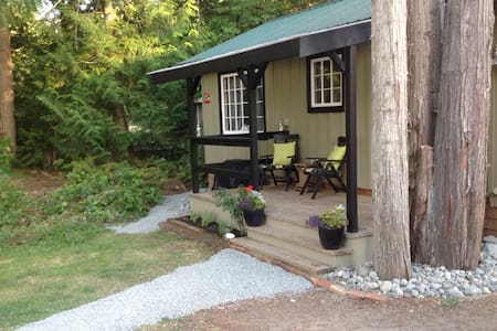 Trail's End cottage by the lake - Shawnigan Lake - Blockhütte