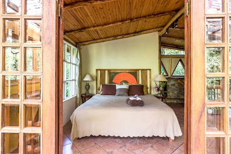 "Honeymoon Cabin at Finca Mia: ""soulful elegance"" - San Isidro de El General - Ház"