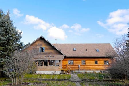 Log House with Large Property - Mapleton - House