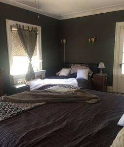 Clonmel Castle - Honeymoon Suite. - Port Dover - Slot