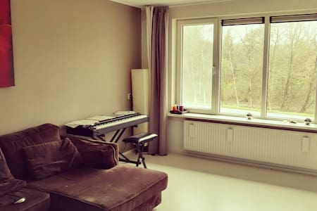 Prive slaap kamer met bed en kast - Appartement