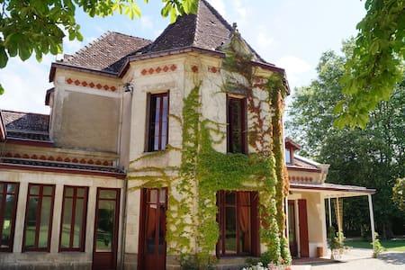 Les Luz, maison de famille et chambre d'hôtes - Rumah Tamu