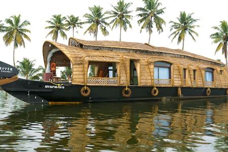 Xandari Riverscapes -Traditional Kerala Houseboat - Boot