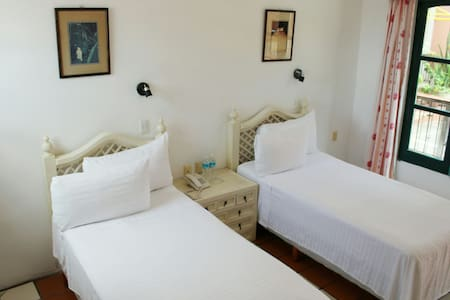 ....WELCOME to the NEW HOUSE HOTEL - Isla Mujeres - House