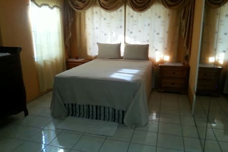 Guestrooms at Danishie's Place #3 - Spanish Town - Bed & Breakfast