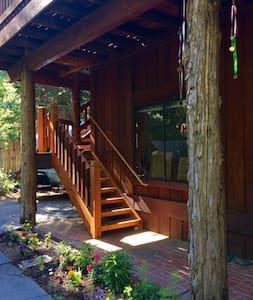 Homewood Hideaway Loft (Daniels Room) - Huis