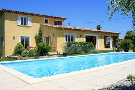 Superbe villa  de 170 m², belle piscine 10 m par 5 - Pignans - Huis