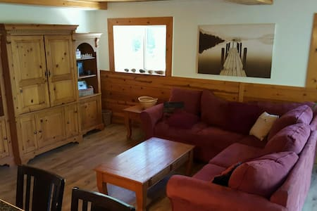Leavenworth Cabin Rental with Hot Tub - House