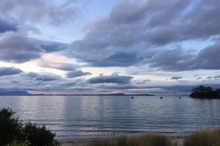 Rustic Beachfront (no roads to cross) - Adventure Bay - House