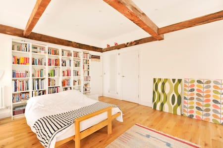 Grade II listed rooftop apartment in heart of town - Apartment