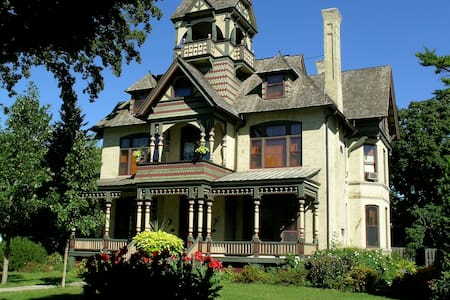 Amazing B&B, Remarkable Home-Rm BU - Bed & Breakfast
