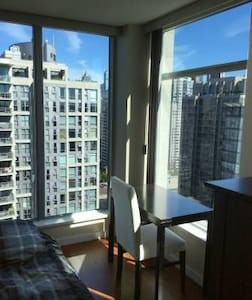 Oh so Cozy & Bright + Great View! - Vancouver - Apartment