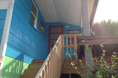 Las Palmas Cottage - Downtown! - Flagler Beach - Apartment