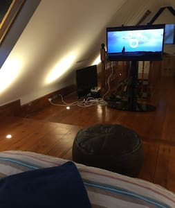 Double bed in brand new loft conversion - Apartamento
