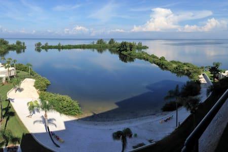 Private Island Oasis on Gulf with Stunning Views - Kondominium