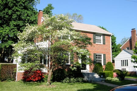 Charming Brick Colonial House - Arlington - Hús