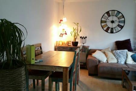 Charmante Wohnung nähe Stuttgart - Leutenbach - Appartement