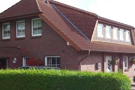 2-Zimmer-Ferienwohnung mit Balkon in Wilhelmshaven - Apartamento