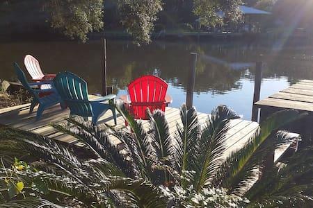 Coastal Waterfront Home - Gautier - 独立屋