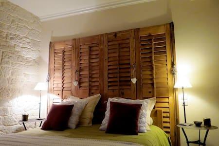La Chambre Romantique - Mouxy - Bed & Breakfast