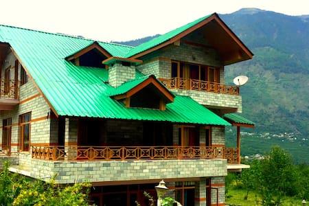 WoodyVu Mansari Cottage, Manali - Bungalov