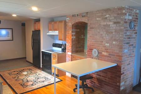 Modern Downtown Plymouth Studio - Daire