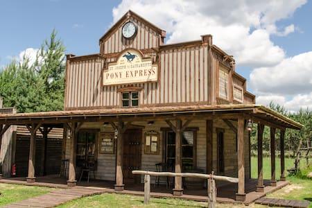 Pony Express station - Józefów - Hut
